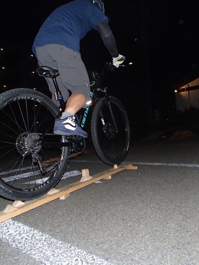 日曜朝はMTBモーニングライド、金曜夜は講習会、平日には常設コースや山の中にサイクリング!